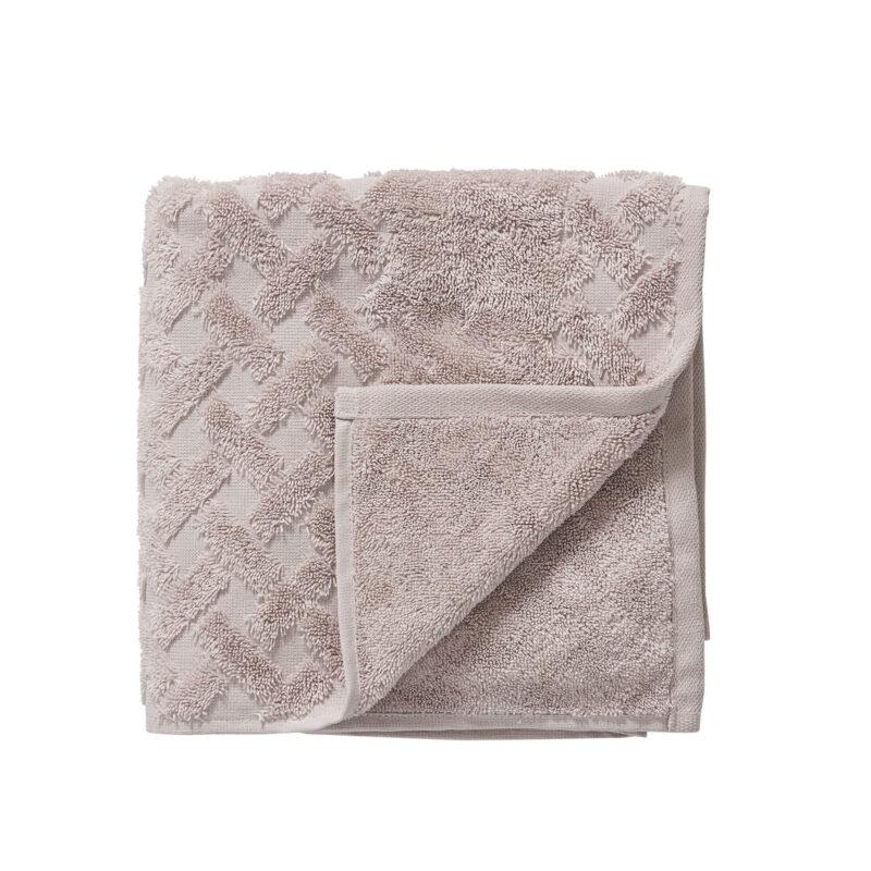 Šviesiai violetinės spalvos rankšluostis